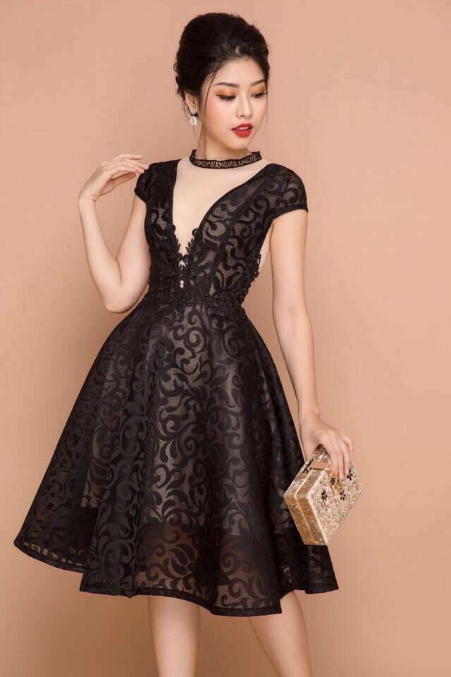 Mẫu đầm dành cho tuổi 35 được thiết kế kiểu xòe mang đến vẻ đẹp trẻ trung và cuốn hút cho người sở hữu.